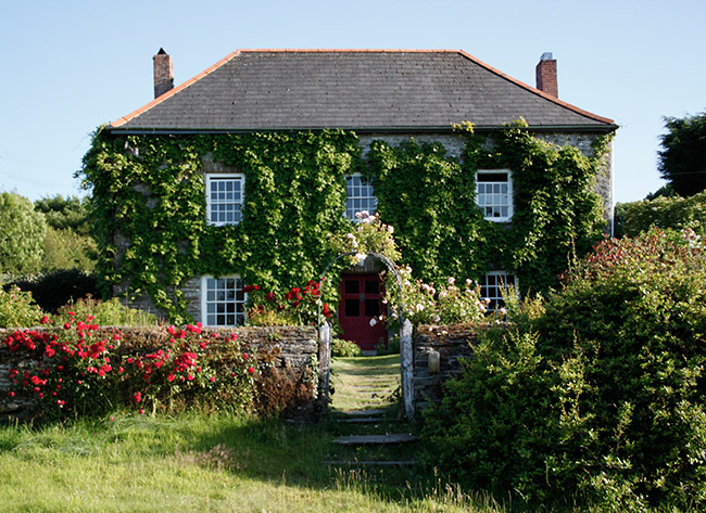 A lovely 18th century cornish farmhouse set in 75 acres of riverside farmland.